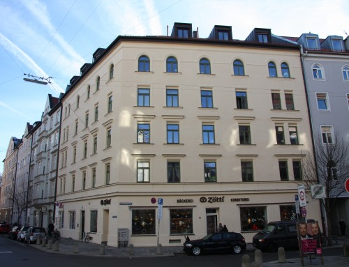 Dachgeschossausbau, Aufzugs- und Balkonanbau, Fassadensanierung u.a.