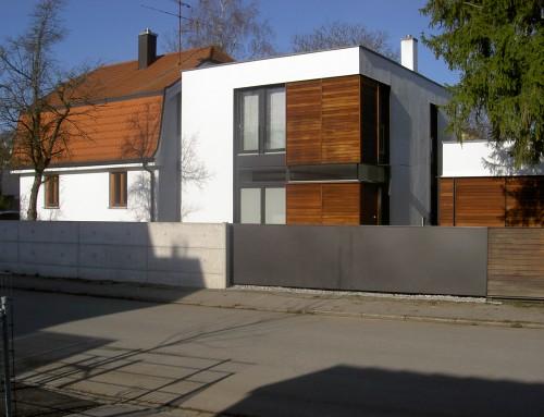 Anbau eines Einfamilienhauses mit Garagen